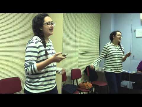 """Aluna Marcela Cantando """"Isso que é viver"""" (Hilsong)"""